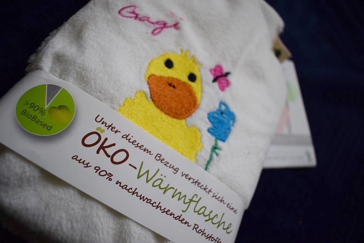 Öko Kinder Wärmflasche von Hugo Frosch Schild-Nahaufnahme Sunnyside-of-life