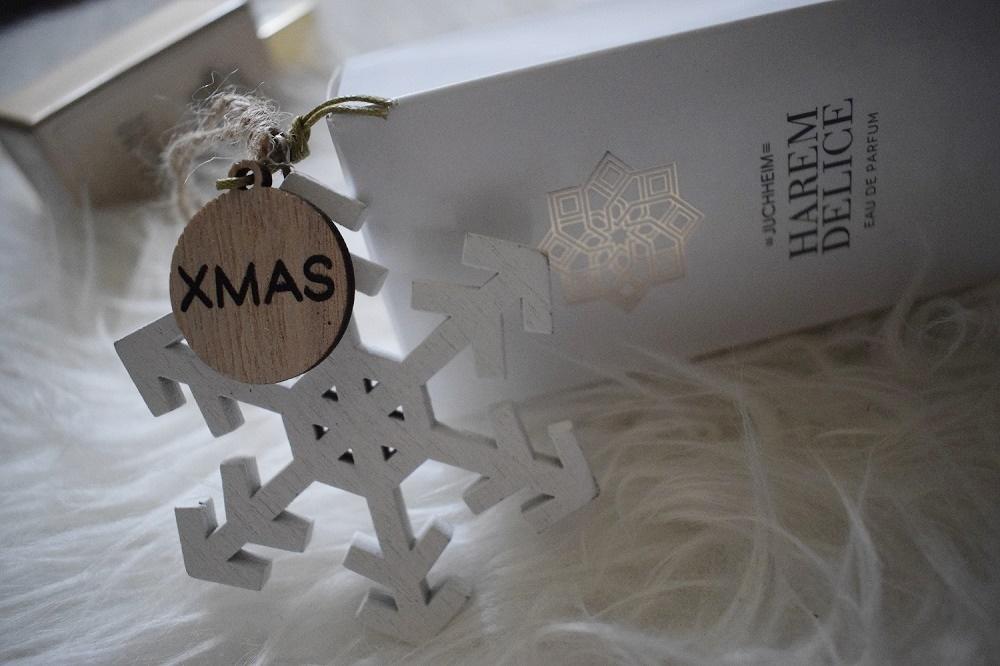 Harem Delice Parfum von Juchheim Cosmetics Verpackung mit Holz-Xmas-Stern
