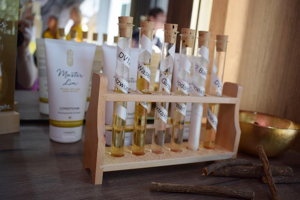 Green Cosmetics Bloggerevent Master Lin Dekoration Reagenzgläser